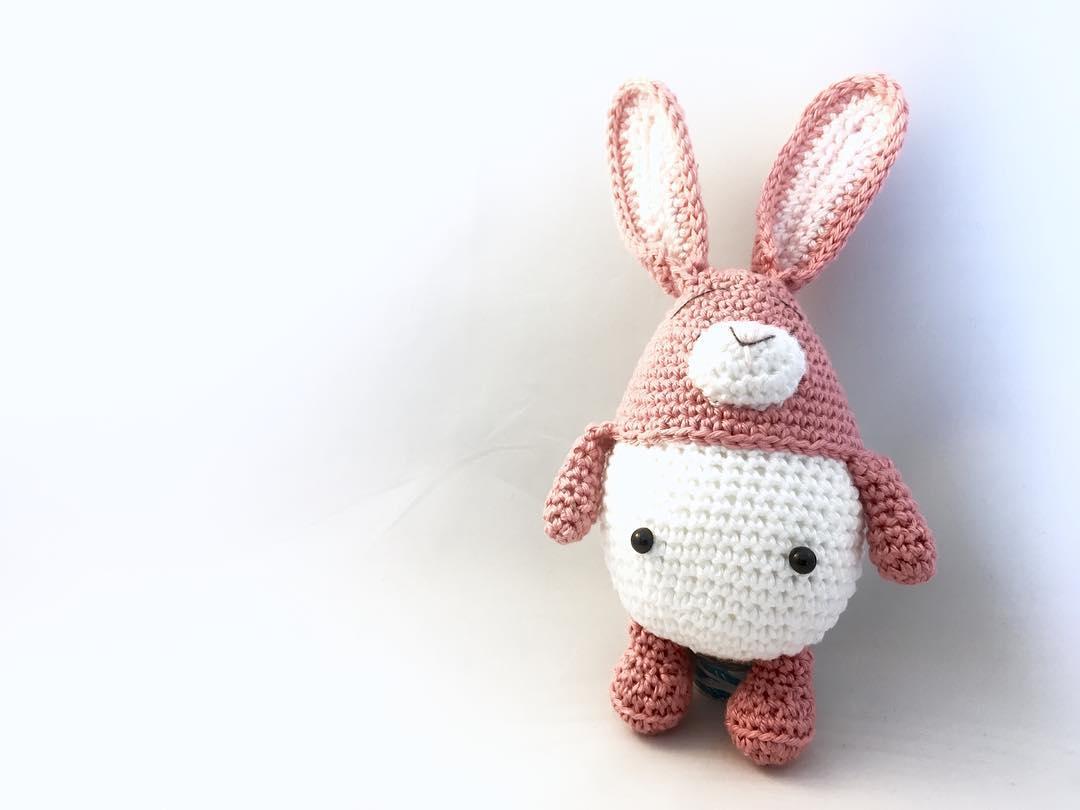 Oooh dit snoepje is net iets te laat voor Pasen, maar absoluut niet minder schattig! Patroon van Mispeltoy Crochet 😍🐰